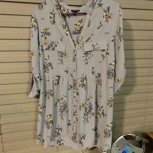 Torrid Size 0 gray floral blouse